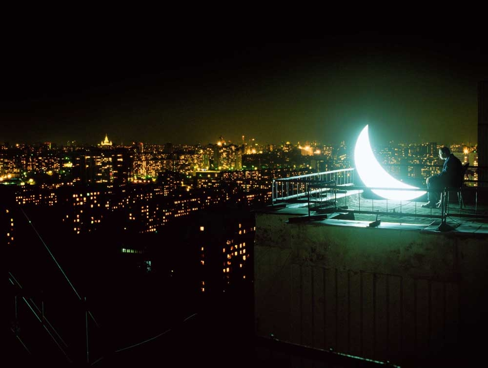 The Moscow Moon / in a starless sky / has sat down on the edge of a roof