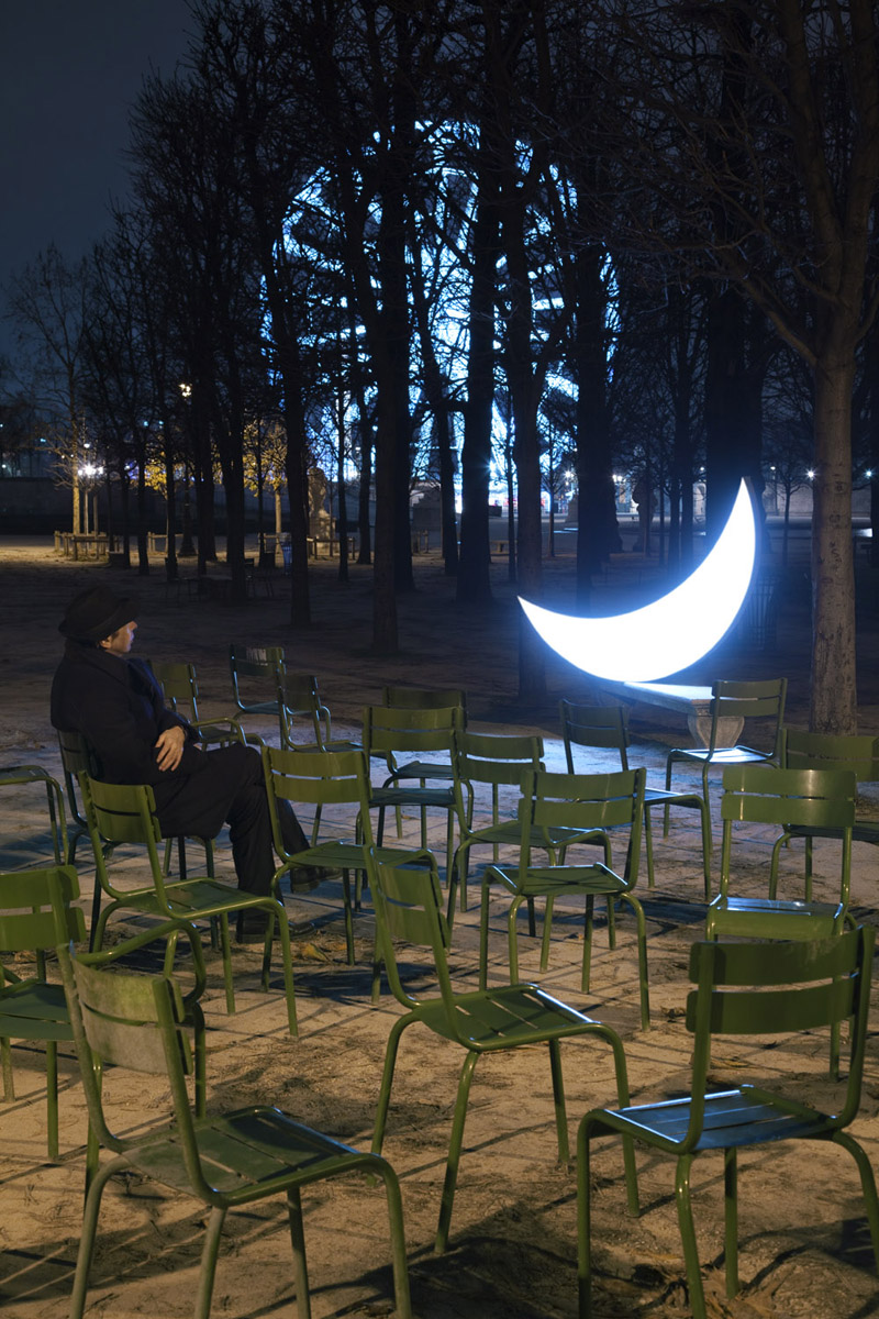 Moon concert. Is such happiness really possible – the moon in the Tuileries Garden shines on you alone